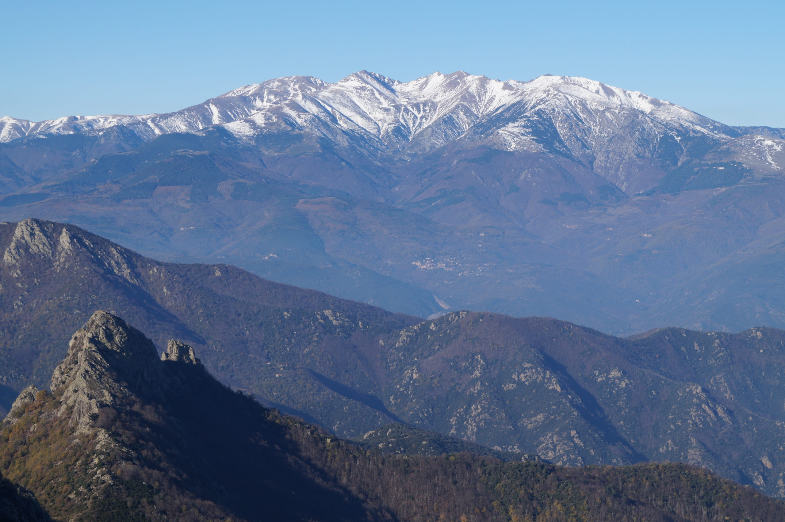 Photo-2-Le-Massif-du-Canigo-scaled